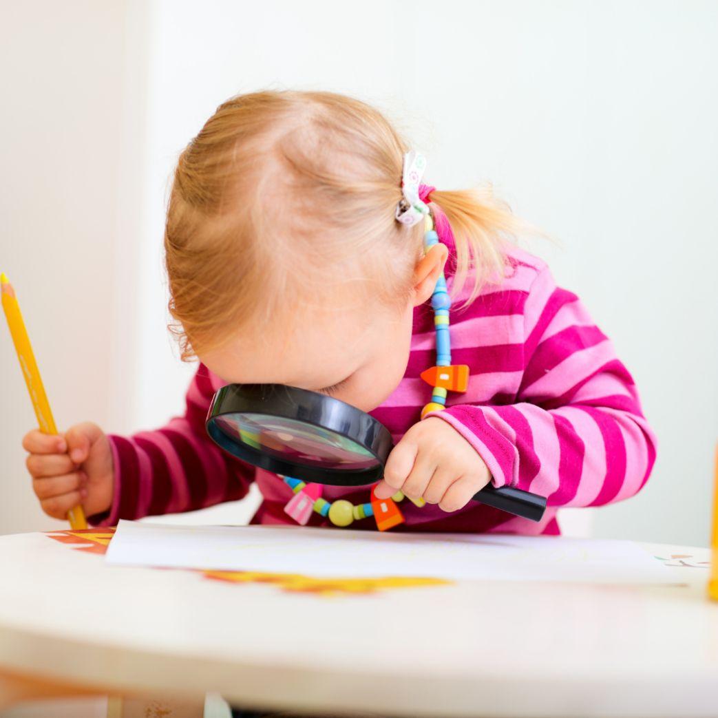 2 yaş dil gelişimi. Oyun oynayan kız